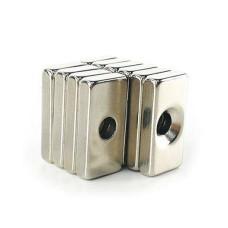 Stačiakampis neodimio magnetas su M4 skyle 20x10x3mm